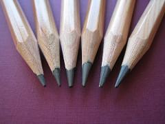 意味 なめる 鉛筆 を 成分に毒がある?鉛筆の芯や材料、できあがる仕組みについて解説